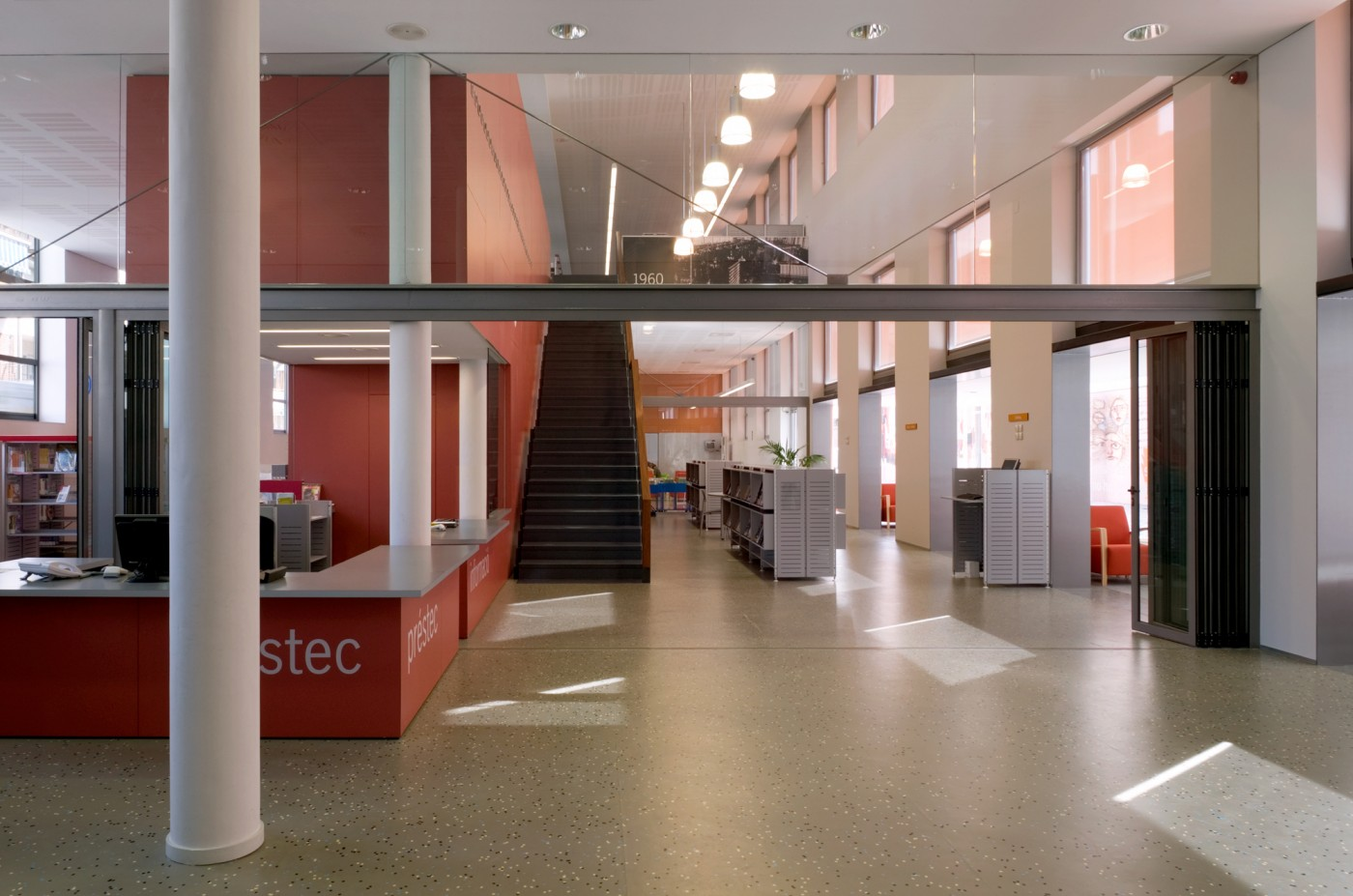 Biblioteca espai acollida