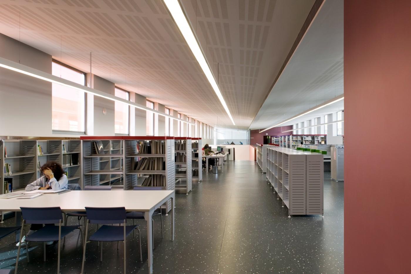 Àrea adults biblioteca