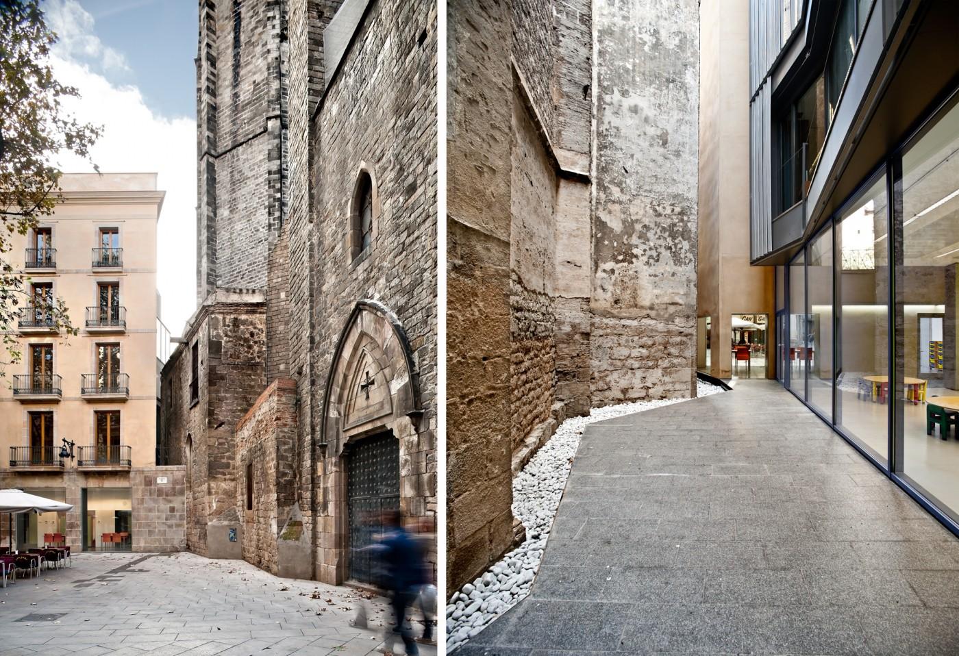 Torre Esglesia del Pi, pati al peu de la torre