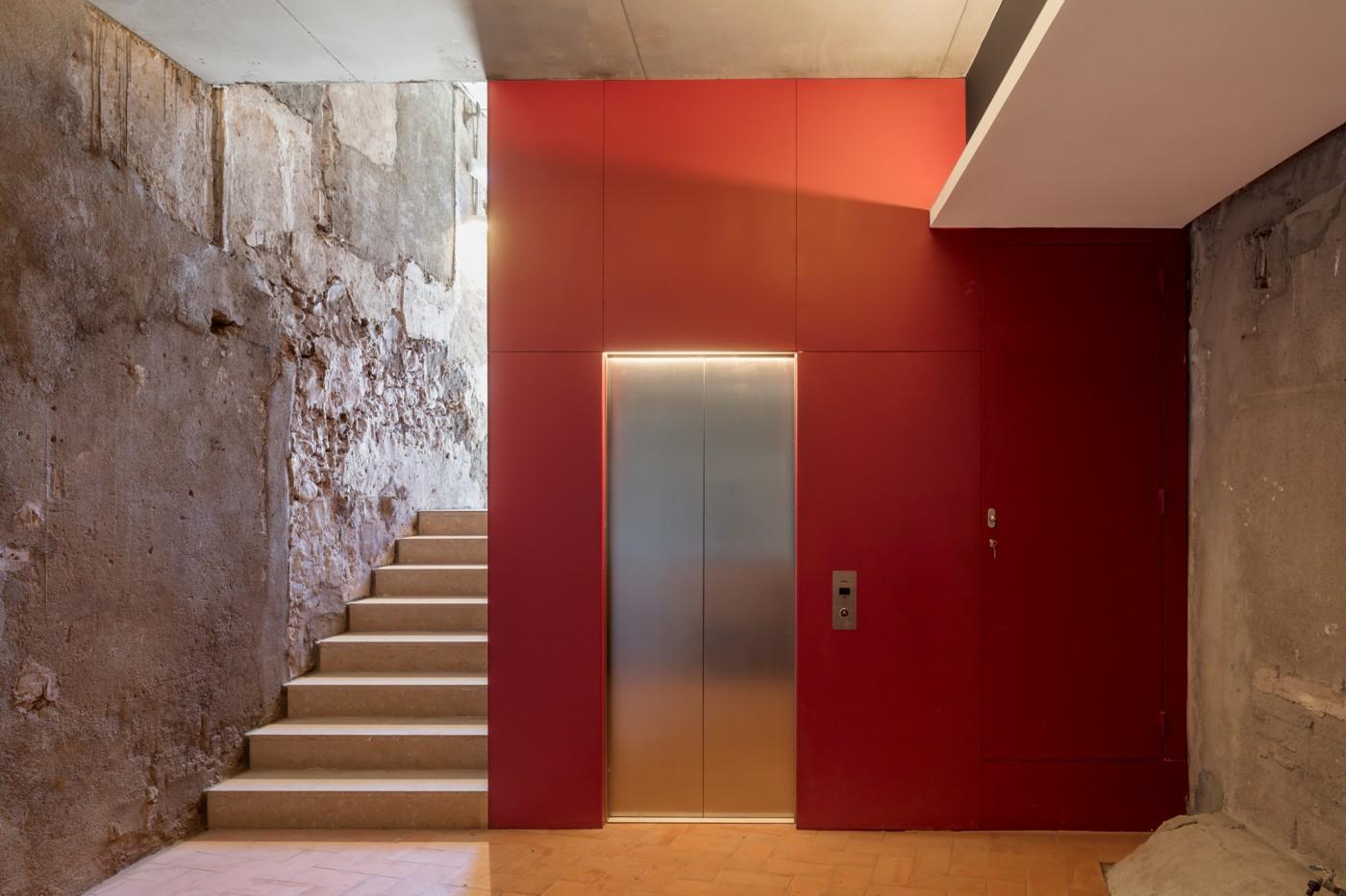 nucli ascensor i escales adaptades